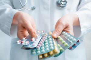Украина пока не ведет переговоры о закупке инновационных COVID-лекарств