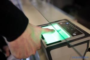 Торік відбитки пальців на кордоні з Україною здали півмільйона росіян