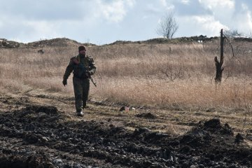 One Ukrainian soldier killed, three wounded in Donbas over past day