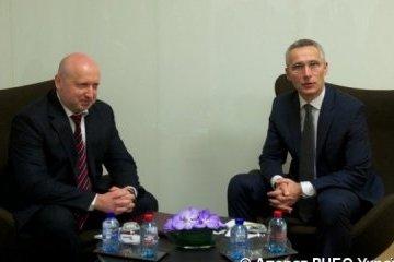 Turchýnov y Stoltenberg discuten contrarrestar la agresión de la Federación Rusa (Fotos)