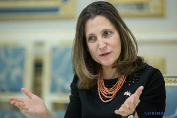 La ministre des Affaires étrangères du Canada envisage de rencontrer Porochenko et Zelensky