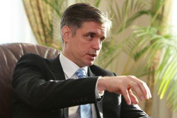 ゼレンシキー大統領、プリスタイコ大統領府副長官を外相候補に提案