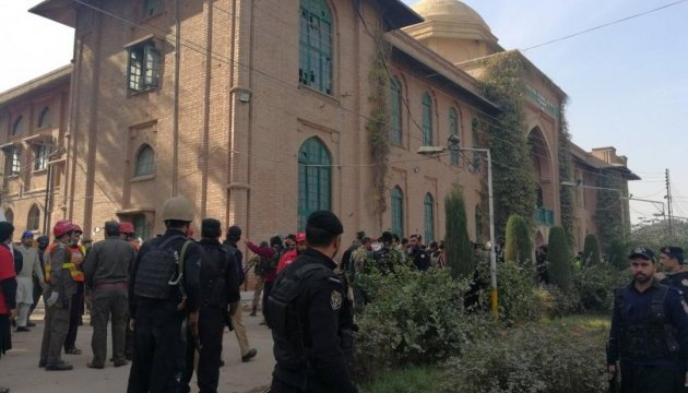 У Пакистані бойовики напали на коледж: дев'ятеро загиблих, десятки поранених