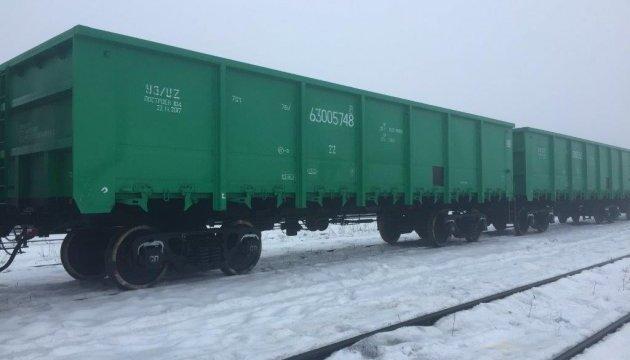 Укрзализныця получила первые 25 новых полувагонов