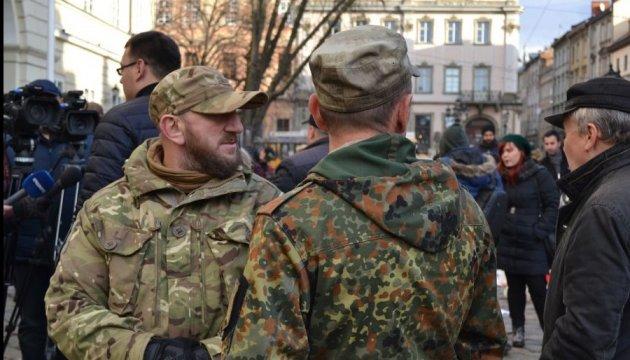 Ветераны АТО пикетировали Львовский горсовет из-за скандальной карты