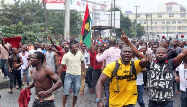 В Нигерии обстреляли участников митинга, есть погибшие и раненые
