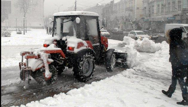 Боротьбу з ожеледицею у Києві розпочали з 6:20
