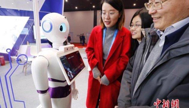 Китайцы показали умных роботов и новый тип супермаркетов