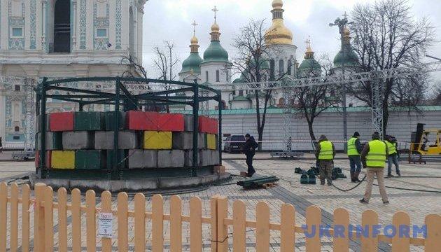 Головна ялинка Києва ще у дорозі