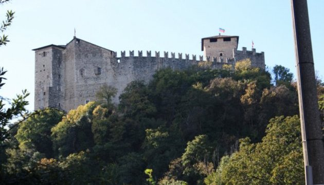 """Понад 6 тисяч інтернет-користувачів """"скинулися"""" й купили замок у Франції"""