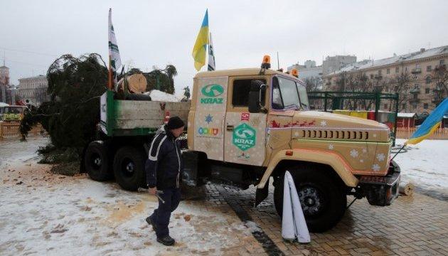 Головна ялинка таки доїхала в Київ