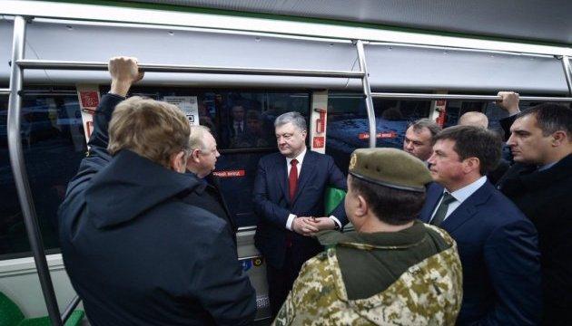 Poroshenko en Lviv coge un electrobús ucraniano (Foto)
