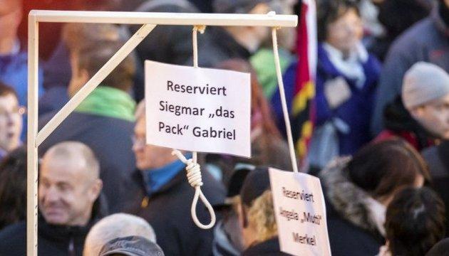 """В Германии разрешили продавать """"виселицы для Меркель"""""""