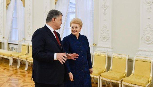 Порошенко заявив, що не допустить дискредитації антикорупційних органів