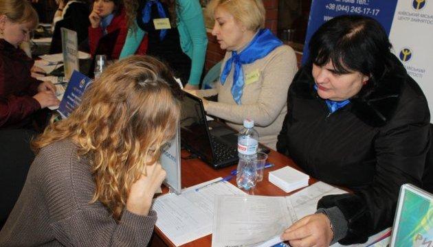 В Украине на учете в службе занятости стоят более 350 тыс. человек