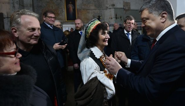 Порошенко розповів українській громаді Литви про запоруку непереможності