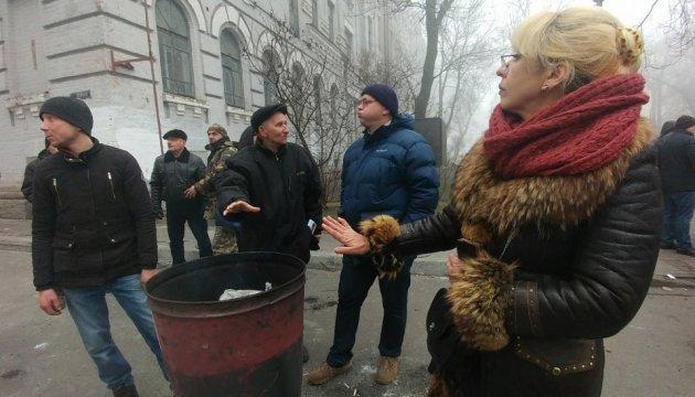 Возле изолятора СБУ дежурят сторонники Саакашвили