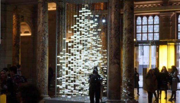 Музей у Лондоні прикрасила співоча ялинка