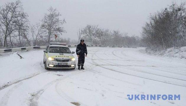 Молдову засипає снігом: на дорогах - ожеледиця, десятки ДТП