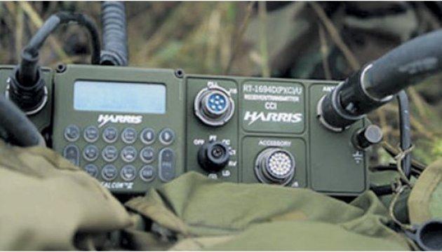 Українці Канади передали десять комплектів засобів зв'язку для бійців АТО