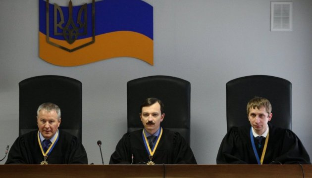 Адвокати Януковича заявили відвід колегії суддів