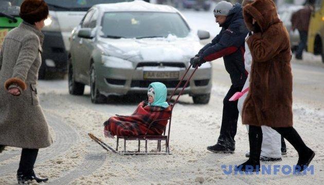Школи і дитсадки Києва працюють у звичайному режимі, але можуть бути