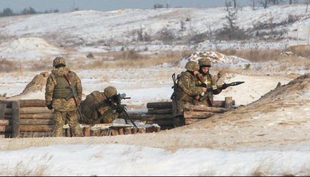 Im Donbass ein Soldat getötet, zwei verletzt
