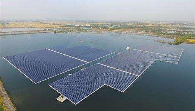 Китай запустил крупнейшую в мире плавучую фотоэлектростанцию