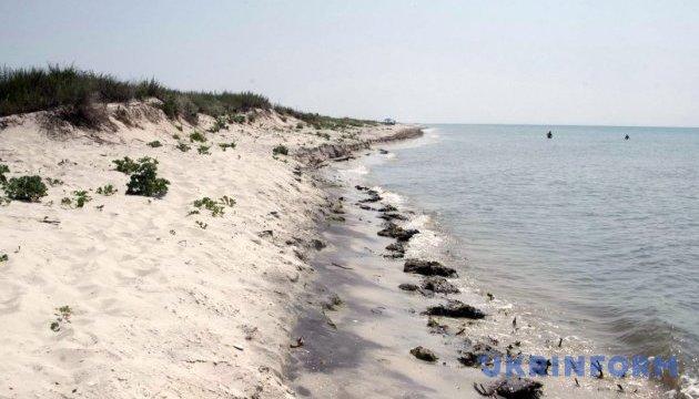 Суд повернув херсонському вишу гектар землі на морському узбережжі