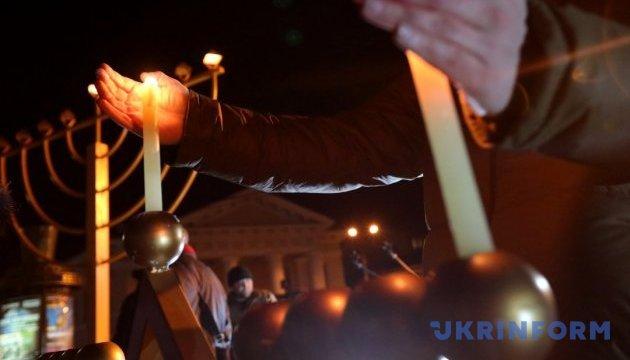 Іудеї всього світу цього вечора починають святкувати Хануку