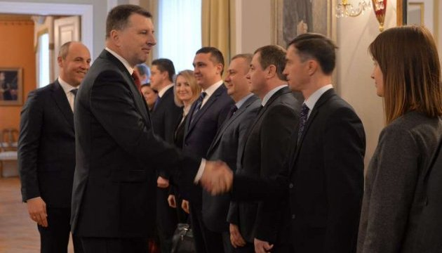 Києву пропонують допомогу центру стратегічних комунікацій НАТО у Ризі