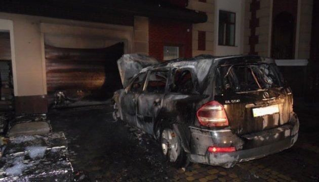 У Рівному підпалили авто і будинок депутата