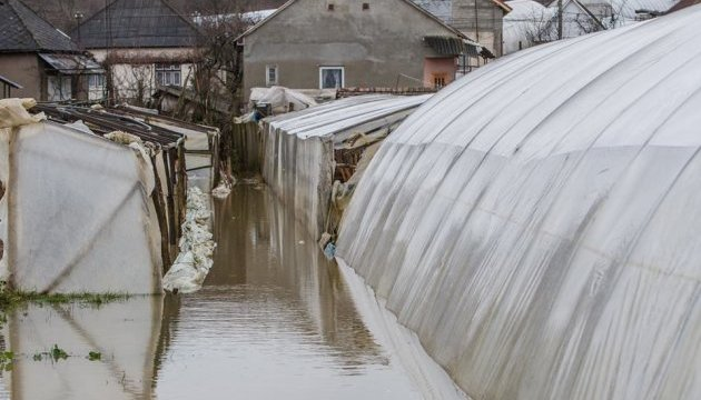 Закарпаття накрив паводок: підтоплені автотраси та сотні будинків