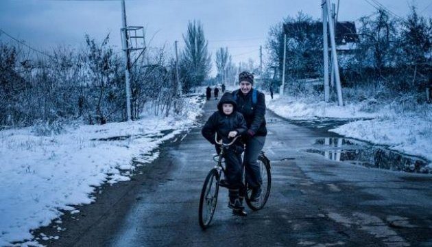 Photographer shows Europe children of war in Donbas