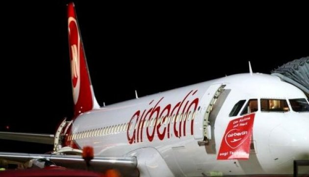 Через банкрутство авіакомпанії п'ять тисяч пасажирів
