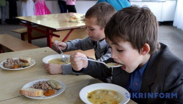 Скільки і чого їсти: МОЗ вперше за 18 років змінив норми харчування