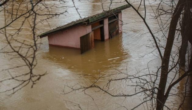 «Вода дошла до окон»: на Закарпатье говорят, что нынешний паводок на 80% мощнее прошлогоднего