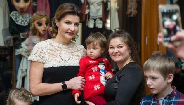 Марина Порошенко до Дня Святого Миколая запросила дітей Київщини на виставу у Театр ляльок