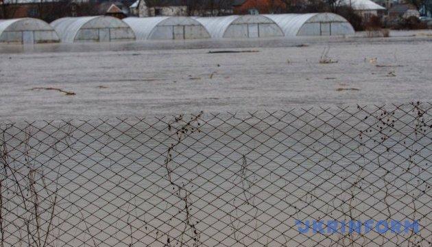 Паводок на Закарпатті: у ДСНС пояснили, чому селяни перекрили дорогу