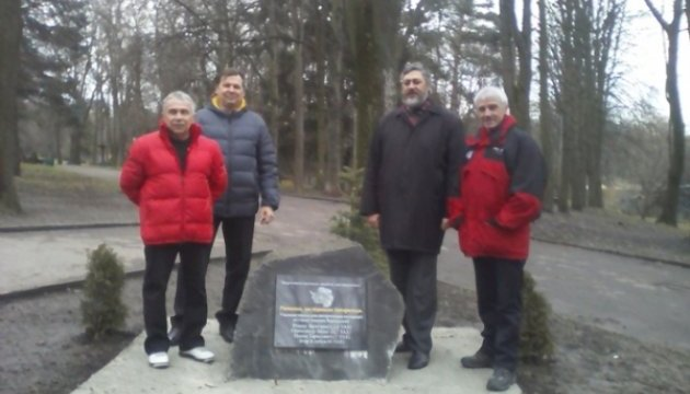 Украинцам-исследователям Антарктиды открыли памятный знак