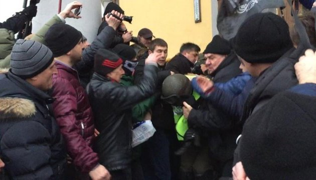 Штурм Октябрьского: открыли три дела, в больнице - 32 правоохранителя