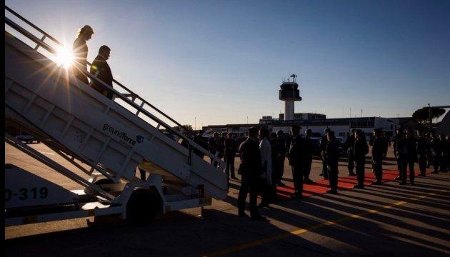 Порошенко розпочав візит до Португалії