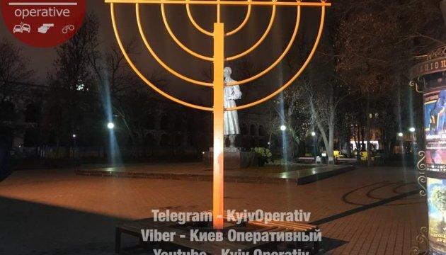 У Києві вандали облили кров'ю монумент на честь Хануки