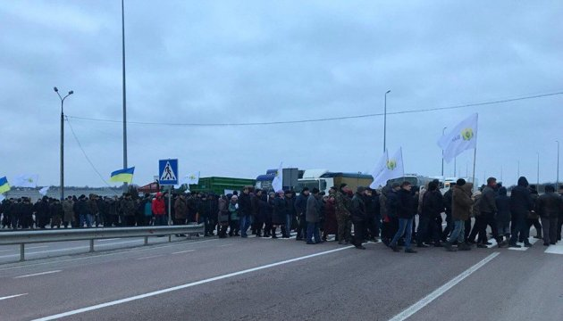 Landwirte blockieren aus Protest Straßen - Fotos