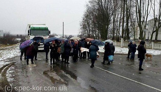 На Сумщині мешканці села перекрили міжнародну трасу - вимагають свою ОТГ