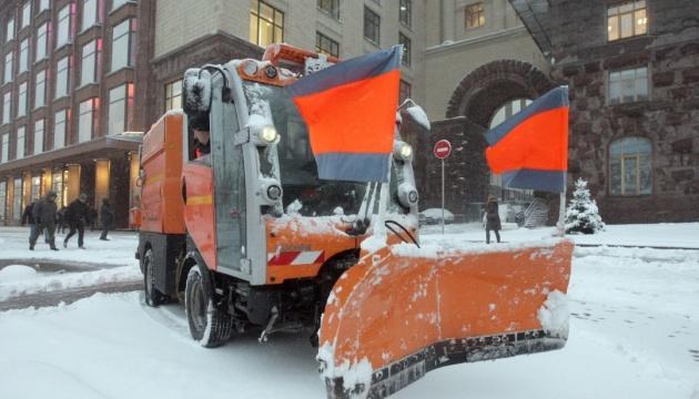 Київ в очікуванні негоди: дорожники підготували понад 400 спецмашин