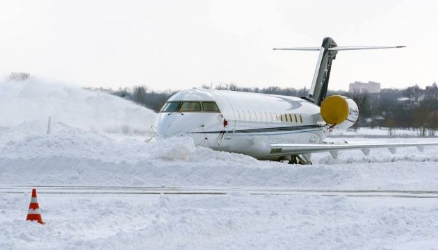 В Москве из-за снегопада задержали около 150 авиарейсов