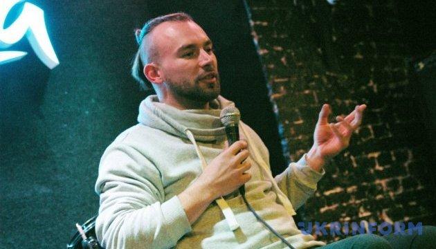Чемпион Украины рассказал о путешествиях на инвалидной коляске автостопом