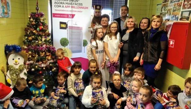 Українські діти в Португалії отримали подарунки від Святого Миколая