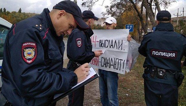 В Крыму участника одиночного пикета оштрафовали на 10 тысяч рублей